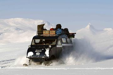 Excursion with snow mobile to Eidsbugarden