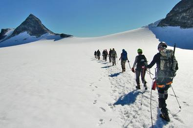 Guided mountain hikes in Jotunheimen.