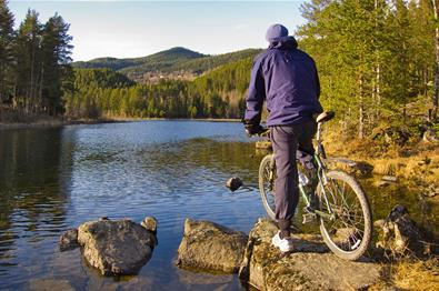 Cyclist overlooking Lake Fløafjorden.