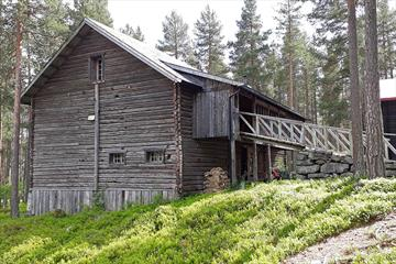 The old barn at Herangtunet, where the arts and crafts sales exhibition Herangutstillingen is located every summer.