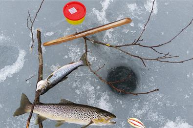 Ice fishing at Vaset