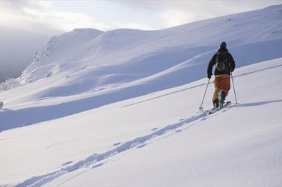Ski tour to Hensfjellet in Vang in Valdres.