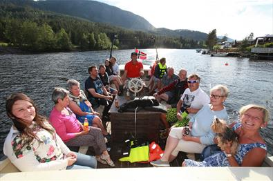 Boat trips from Aurdal Fjordcamping over Aurdalsfjorden and along the Begna river.